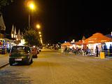Ulica Morska po północy.
